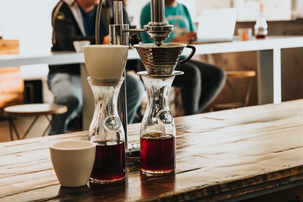 Bild einer Kaffeemaschine in einer Bar